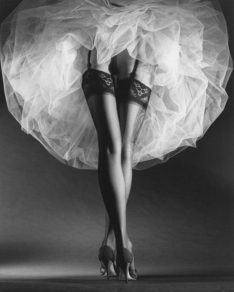 черные чулки с белым платьем фото свадебные черные чулки фото