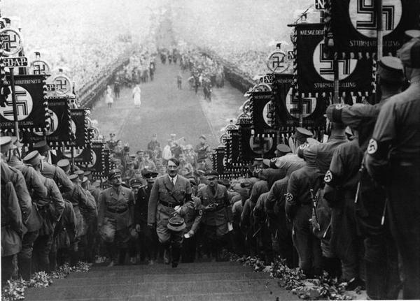 Триумф воли, 1935 (Triumph des Willens) скандальное кино в истории