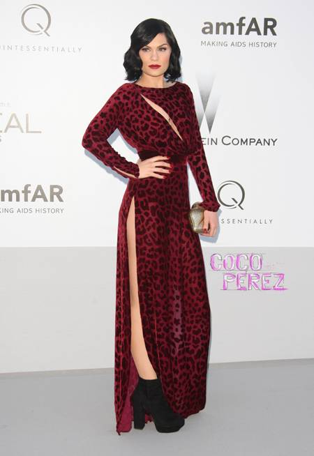 jessie-j-wearing-cranberry-colored-gown-amfar__oPt