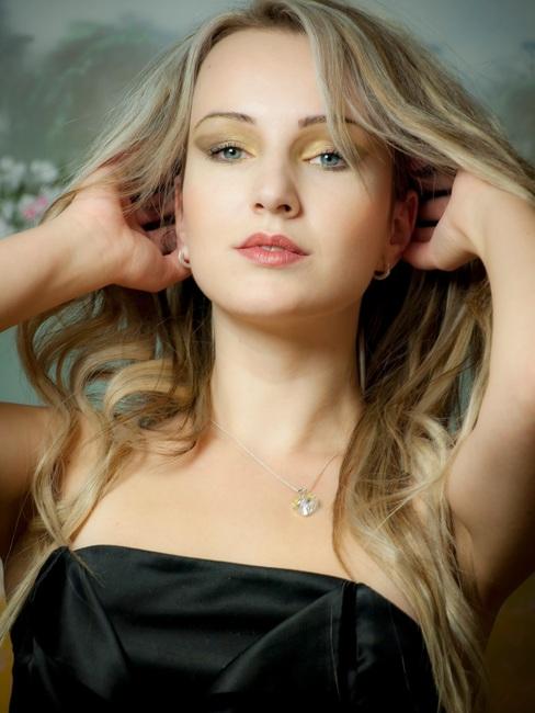 portrait-blond-blondie-brunette-47346-large