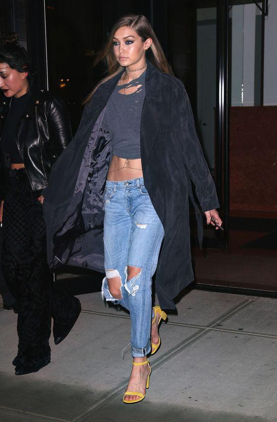 Модные луки с джинсами и футболками