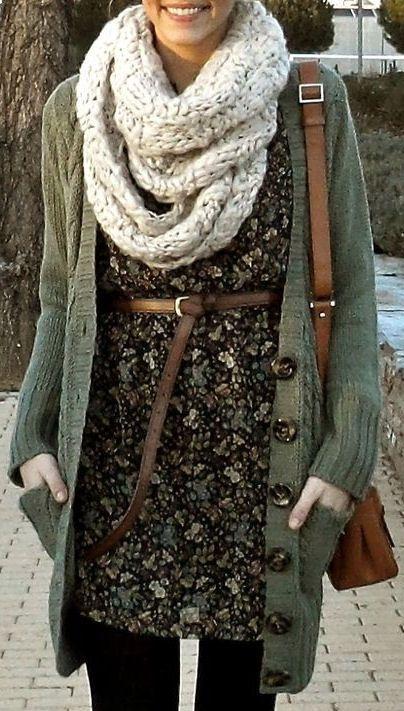 Белый шарф-снуд и зеленый кардиган фото хомут шарф кольцо