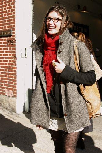 фото серое пальто с укороченными рукавами с чем сочетать луки