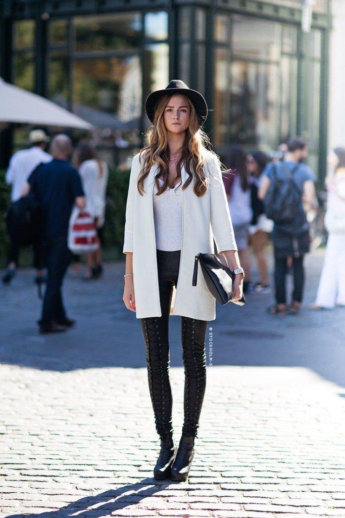 с чем сочетать белое пальто с укороченными рукавами брюки кожаные на шнуровке фото
