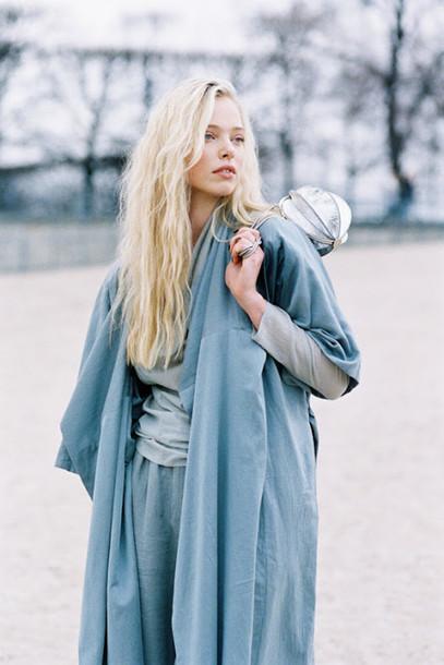 сочетание синего голубого пальто укороченные рукава фото для блондинок