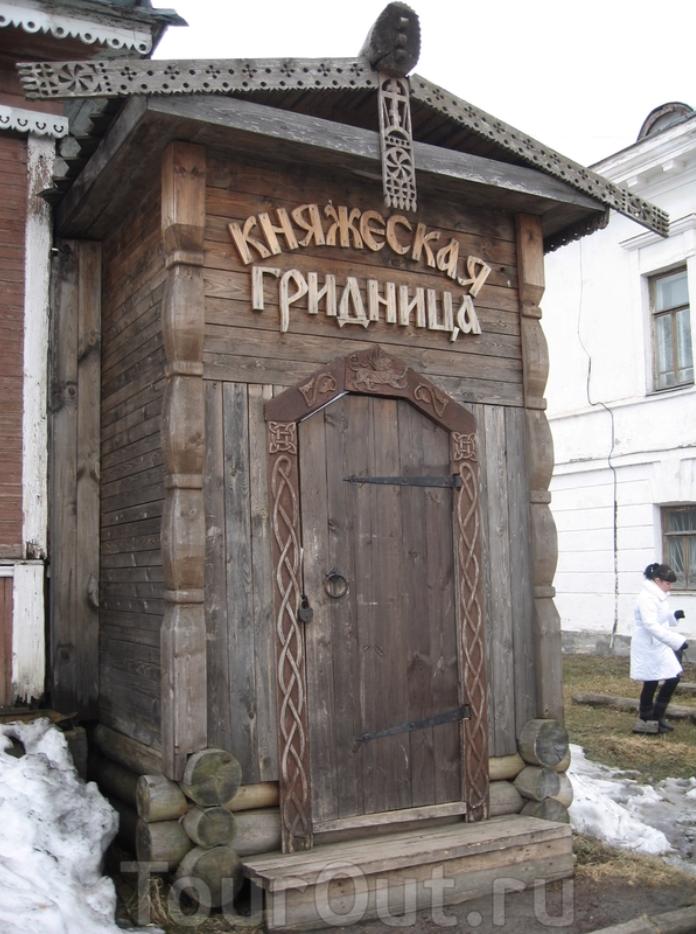 красивая Княжеская гридница в Белозерске на вологодчине фото