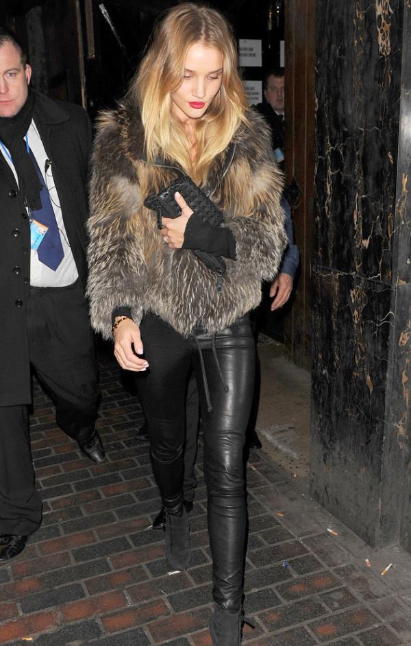 rosie-huntington-whiteley-leahter-pants-fur