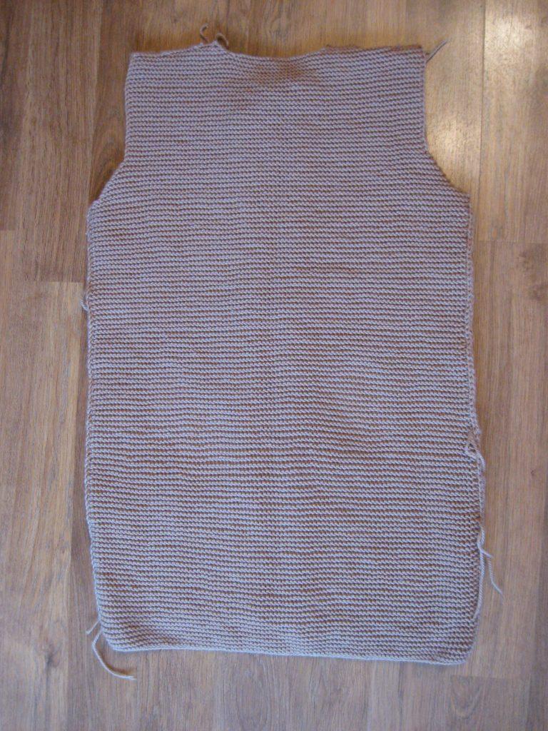 Спинка изделия кардигана связанного своими руками фото