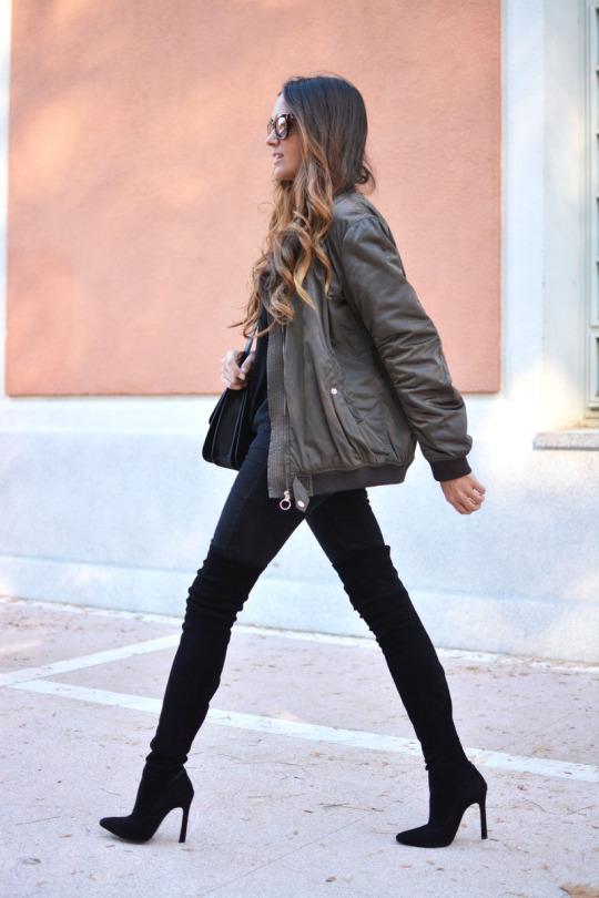 ботфорты с темными джинсами фото и короткой курткой