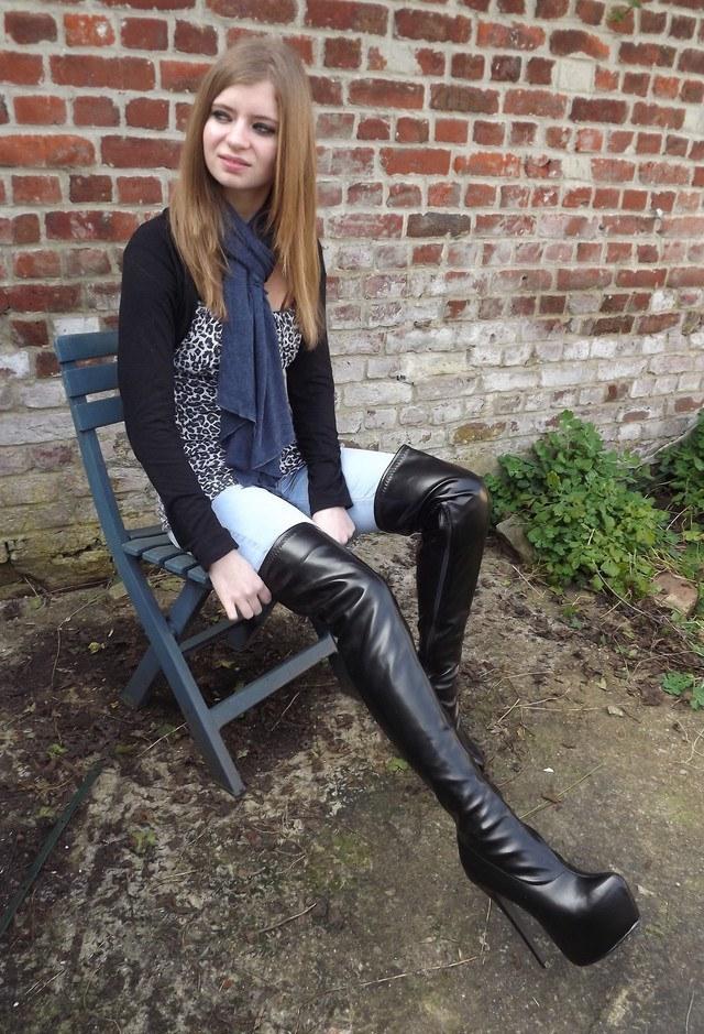 как носить ботфорты из кожи с узкими джинсами фото
