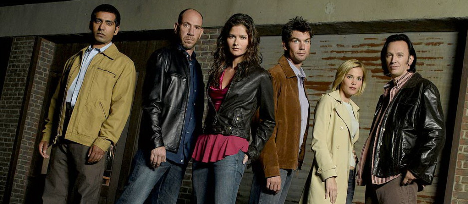 """CROSSING JORDAN -- NBC Series -- Pictured: (l-r) Ravi Kapoor as """"Bug"""", Miguell Ferrer as Dr. Garret Macy, Jill Hennessy as Dr. Jordan Cavanaugh, Jerry O'Connell as Woody Hoyt, Leslie Bibb as Lu Simmons, Steve Valentine as Dr. Nigel Townsend -- NBC Universal Photo: Mitch Haaseth"""